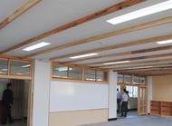 木質化で校舎に温もり
