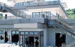 台風12号の高波で被害を受けた小田原漁港の交流促進施設(7月)