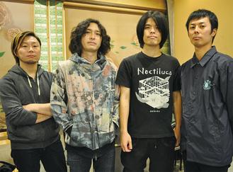 〈左から〉渡辺拓郎さん(36)、hozzyさん(36)、田中ユウイチさん(36)、藤森真一さん(35)(2018年12月22日小田原姿麗人にて)