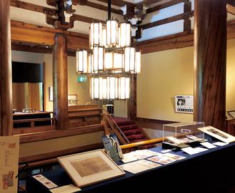 草稿や貴重な本も展示