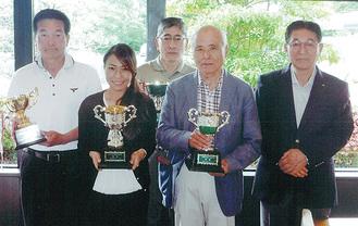 各部の優勝者と大野会長(右端)