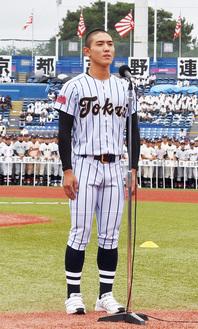 ハツラツと宣誓した石田さん(6日・神宮球場)