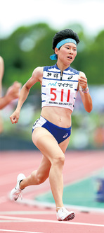 リレーと400mの3冠女王となった高島さん。女子MVPに選出された