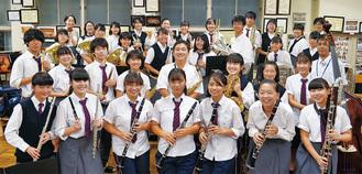 吹奏楽部の部員たち
