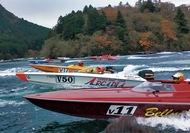 芦ノ湖でボートレース