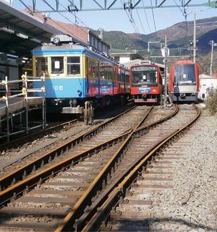 強羅駅で運行再開を待つ車両