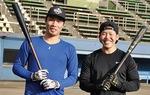 倉本選手(左)との自主トレを志願