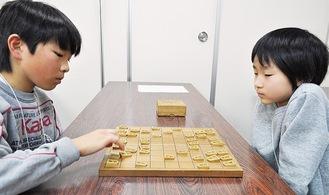 相対する山崎君(左)と石川君