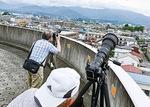 カメラを構える撮影会参加者