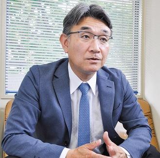 当社で取材に答える田村氏(6月24日)