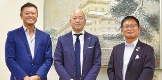 左から地域経済活性化支援機構の三俣健児ディレクター、草山宮司、山本支店長