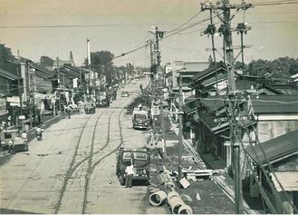 昭和31年5月 市内線軌道線路撤去工事 早川口写真提供:箱根登山鉄道(株)