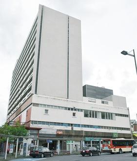 建て替えられる新幹線ビル