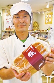 「これまでの食パンとの食べ比べを楽しんで」と向川店長