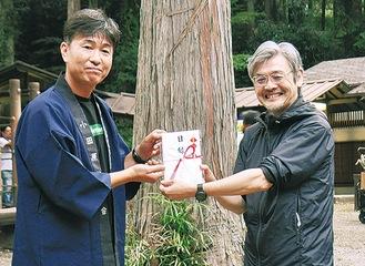 辻村代表(右)と関田会長