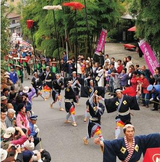 湯本を練り歩く大名行列(写真は過去開催・箱根湯本観光協会提供)