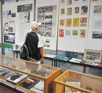 写真や資料パネル、貴重なコレクションなどが並ぶ