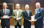 瀬戸理事長(右から2人目)と同組合員ら