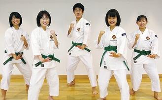 写真右から進藤さん、島根さん、相原さん、山口主将、若林さん