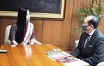 守屋市長と『小田原小唄』について会話を弾ませる