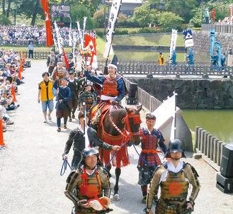 例年多くの観光客が訪れる北條五代祭り写真は2019年
