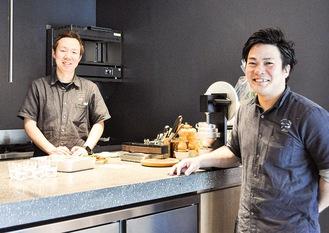 シェフの葛窪さん(左)とソムリエの山本さん