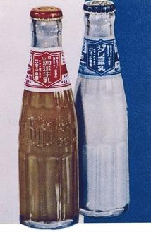 瓶入りだった頃の珈琲牛乳(左)=守山乳業提供