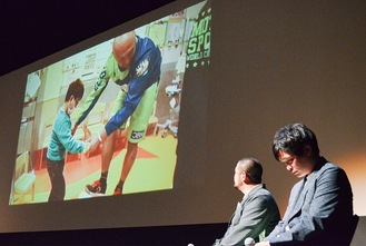 Mr. Kuniaki, on the far right, and Mr. Okumura, the 2nd from the right, watching a video of Mr. Shigetaka.