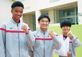 右から小松選手、岡選手、山中選手