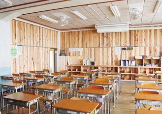 木の香り漂う教室に生まれ変わった
