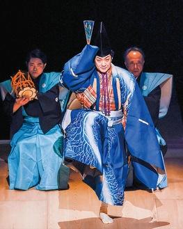 「三番叟」を披露した野村萬斎氏(市提供、撮影・政川慎治)