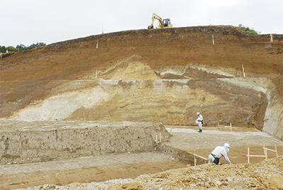 箱根火山の地層が露出