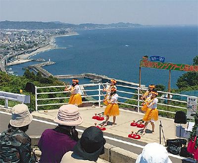 海、街一望の音楽祭