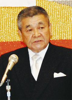 あいさつに立つ池田会長
