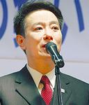 神山氏を激励する前原外務大臣