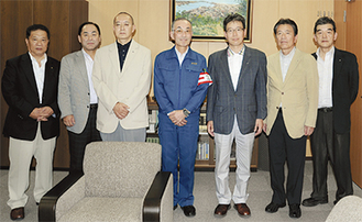 中央が北村副市長、右隣が荻野会長