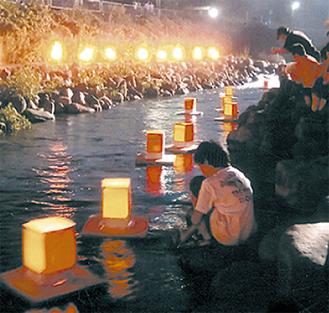 狩川に流れる燈籠(昨年)