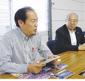 松田町の思い出を語る戸羽太市長(左)