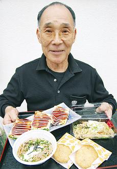 料理を披露する飯田組合長
