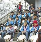 川村囃子を奏でる子どもたち