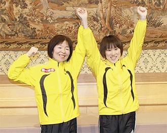 ガッツポーズを見せる尾崎選手(右)