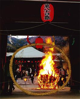 本間さんの作品「延命寺お焚き上げ」