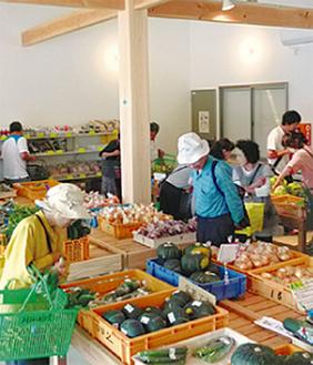 新鮮野菜が並ぶ直売所