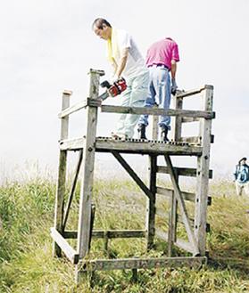 山頂での解体作業