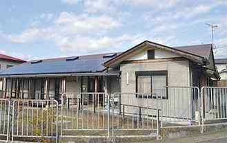 屋根一面に搭載された太陽光パネル