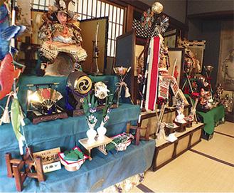 3月には雛人形が飾られていた居間に五月人形が