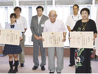 前列左から草花部の宗形さん、高橋さん、籔田さん=19日・神奈川県庁