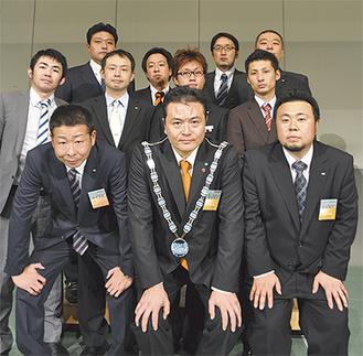 あしがらJCの現役メンバー前列中央が杉本理事長
