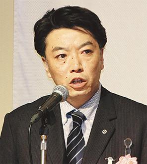 謝辞を述べる中嶋会長