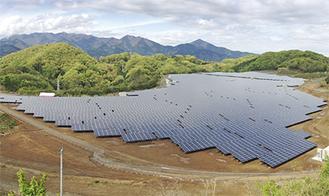 県内最大級50148枚の太陽光パネルが並ぶ